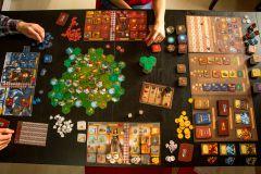 Rozložená hra na stole